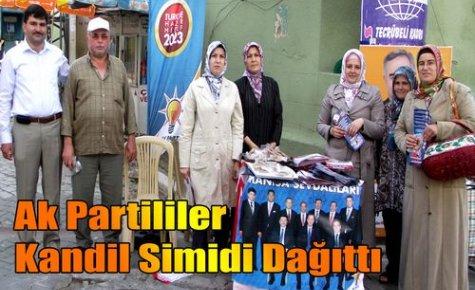 Ak Partililer Kandil Simidi Dağıttı