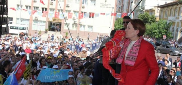 Akşener Manisa'da seçmenlerine seslendi