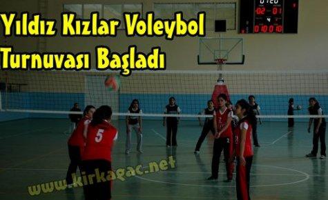 Bayanlar Voleybol Turnuvası Başladı