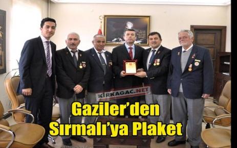 GAZİLERDEN SIRMALI'YA PLAKET