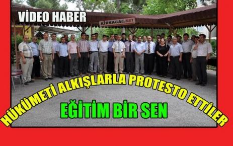 HÜKÜMETİ ALKIŞLARLA PROTESTO ETTİLER(VİDEO)