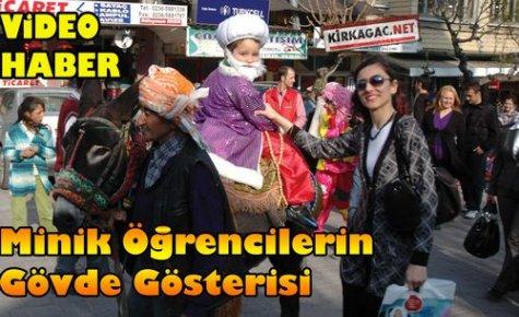Minik Öğrencilerden Gövde Gösterisi(VİDEO)