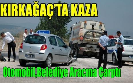 Otomobil, Belediye Aracına Çarptı