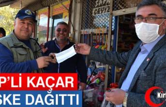CHP'Lİ KAÇAR, ÜCRETSİZ MASKE DAĞITTI