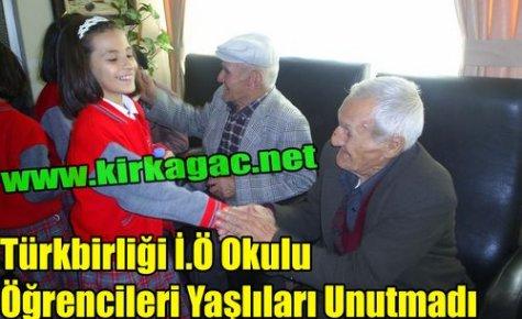 Türkbirliği İ.Ö Okulu Öğrencileri Yaşlıları Unutmadı