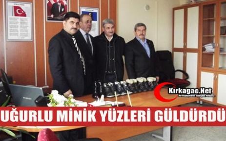 """UĞURLU 'MİNİK YÜZLERİ GÜLDÜRDÜ"""""""