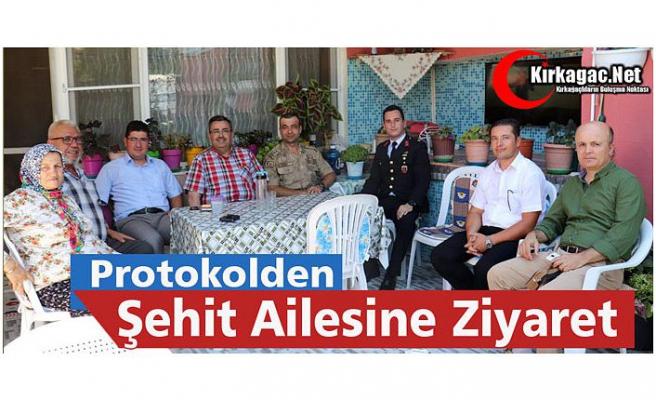 PROTOKOLDEN ŞEHİT AİLESİNE ZİYARET