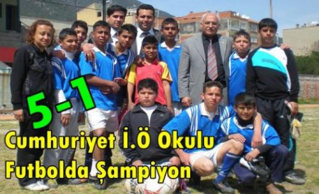 Cumhuriyet İ.Ö Okulu,E.Bayat'a Gol Yağdırdı 5-1