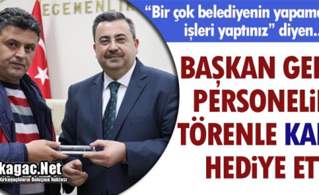 """GEDÜZ PERSONELİNE TÖRENLE """"KALEM"""" HEDİYE"""" ETTİ"""