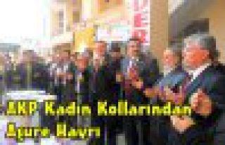 AKP Kadın Kolları Aşure Dağıttı
