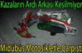 Bakır'da Motosiklet, Midübüsle Çarpıştı 1 Yaralı
