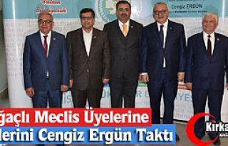KIRKAĞAÇLI MECLİS ÜYELERİNE ROZETLERİNİ ERGÜN...